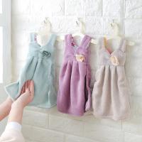Полотенце кухонное в виде платья на вешалке