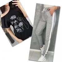 Костюм черная футболка SIZE Plus женский образ и цветы с серыми брюками IN