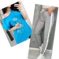 Костюм голубая футболка SIZE Plus женский образ и цветы с серыми брюками IN