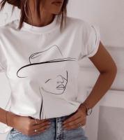 Футболка SIZE PLUS девушка в шляпе белая IN