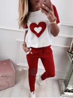 Костюм футболка с сердцем и красные брюки UTK