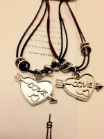 Комплект из 2 ожерельев с подвеской сердце со стрелой LOVE