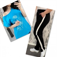 Костюм голубая футболка SIZE Plus женский образ и цветы с черными брюками IN