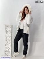 Зимний костюм с белой курткой помпоны SV