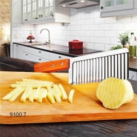 Кухонный волнистый нож для фигурной нарезки овощей и фруктов с деревнной ручкой